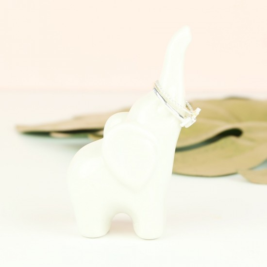 white-ceramic-elephant-ring-holder-O21A2451-550×550