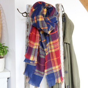 blue-and-red-tartan-scarf-0v8a8849-300×300